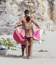 th_21741_OliviaPalermo_BikinicandidsonthebeachinSaintBarthelemy_January4201131_122_383lo.jpg
