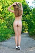 http://img46.imagevenue.com/loc525/th_453684074_Vivian66_123_525lo.jpg