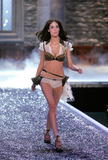 Andi Muise - Victoria's Secret Fashion Show, November 16 2006 x6HQs