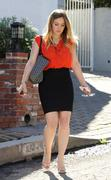http://img46.imagevenue.com/loc559/th_664687654_Hilary_Duff_leaving_a_business_meeting3_122_559lo.jpg