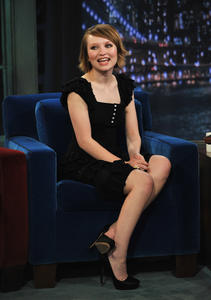 Emily Browning Quot Late Night With Jimmy Fallon Quot Appearance