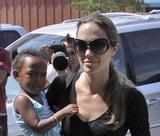 Angelina Jolie Th_54198_angelina_jolie_05_122_640lo