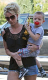 Britney Spears Th_28097_britney_spears_out_with_her_children_tikipeter_celebritycity_010_123_90lo